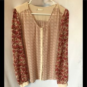 Hinge Top, Size Small.